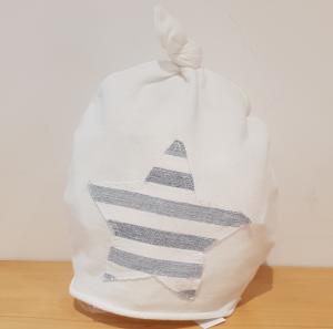 Cappello bianco con toppa stella