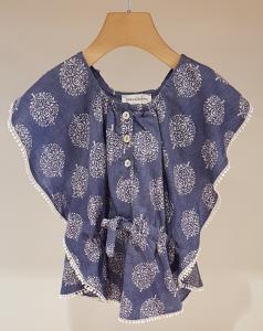 Blusa blu con dettagli e stampa fiori bianchi