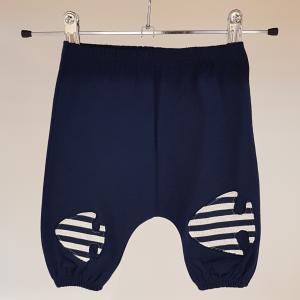 Pantalone blu di tuta con toppe pesci