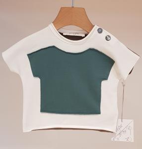 T-Shirt bianca con toppa maglietta