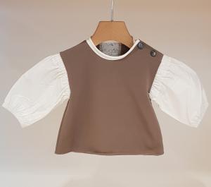 Blusa marrone in felpa con maniche bianche