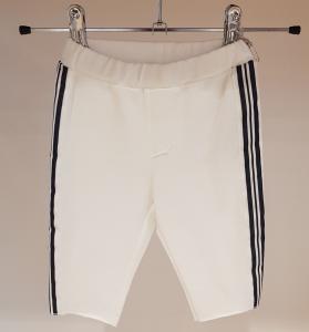 Pantalone bianco con bande a righe blu e bianche