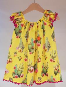 Vestito giallo con pompon viola e stampa cactus
