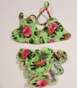 Costume da bagno verde con stampa ananas