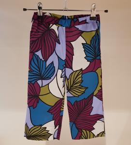 Pantalone con stampa foglie multicolore