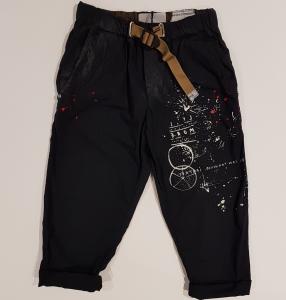 Pantalone blu scuro con stampe bianche e rosse