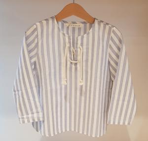 Camicia a righe bianche e celesti con laccio beige