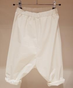 Pantalone latte con vita elasticizzata