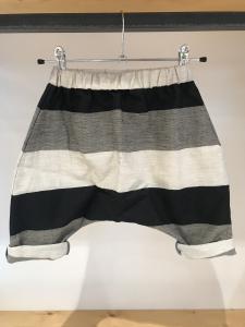Pantalone a righe beige, grigie e nere