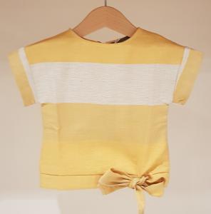 Blusa gialla con riga beige e fiocco