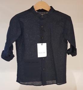Camicia blu scura con colletto coreano e tasca
