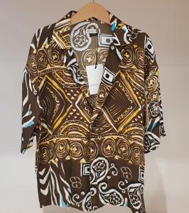 Camicia marrone con stampe multicolore