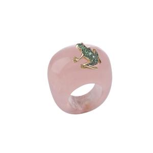 Anello in pietra, oro rosa e smeraldi