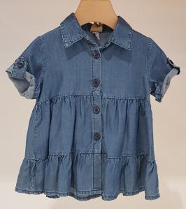 Vestito blu di jeans con chiusura a bottoni