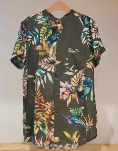 Camicia verde con stampa piante multicolore