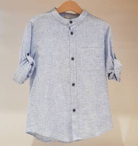 Camicia celeste con colletto coreano e taschino