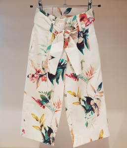 Pantalone bianco con stampa piante multicolore