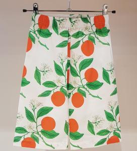 Pantalone bianco con stampe arance e piante