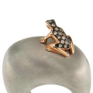 Anello in cataforesi, oro e diamanti brown