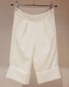 Pantalone bianco con risvolti cuciti
