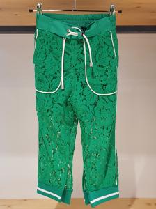 Pantalone verde con laccio e righe bianchi