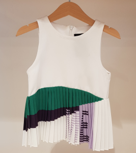 Top bianco con gonna multicolore