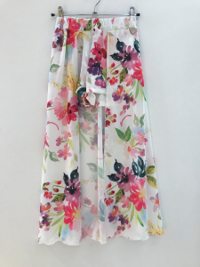 Pantaloncino bianco con gonna e stampa fiori multicolore