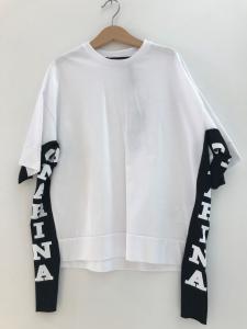 T-Shirt bianca con bande nere e stampa loghi bianchi