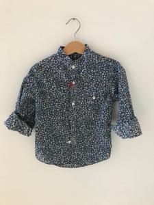 Camicia blu con stampa fiori bianchi e celesti