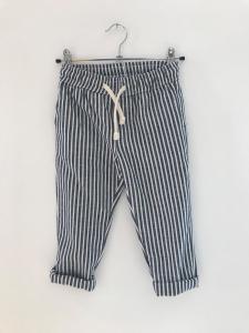Pantalone a righe bianche e blu con laccio beige