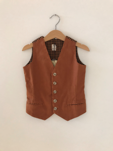 Gilet ruggine con righe nere e ruggine