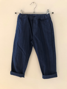 Pantalone blu con righe nere