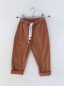 Pantalone ruggine con laccio bianco