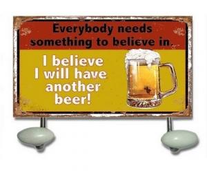 Appendino due ganci birra, pub, birreria