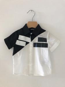 Camicia bianca e nera con rettangoli bianchi e neri