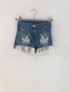 Pantaloncino di jeans con ricami argento e pizzo bianco