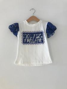 T-Shirt bianca con ricami e pizzo blu