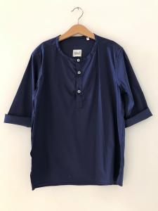 Camicia blu scura con colletto coreano