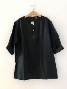 Camicia nera con colletto coreano