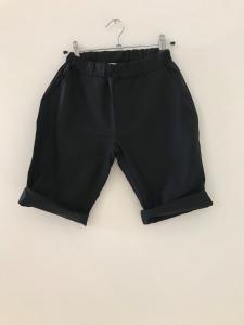 Pantaloncino nero con vita elasticizzata