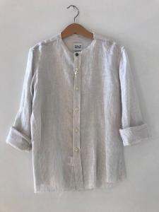 Camicia bianca con righe beige e colletto coreano
