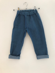 Pantalone blu effetto jeans con laccio beige