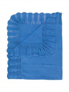 Coperta azzurra con fiocco, medaglietta e ricami