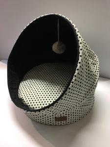 Comfort line cuccetta con pon pon a pois bianco e e nero