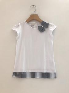T-Shirt bianca con fondo a righe e fiocco