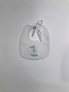 Bavaglino bianco con ricamo barca a vela