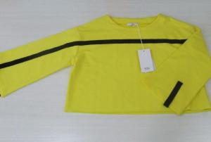 Maglietta gialla con banda nera