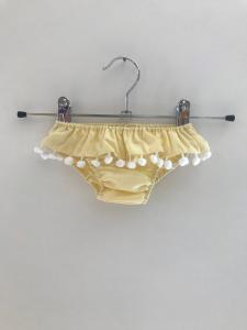 Costume da bagno giallo con pompon bianchi