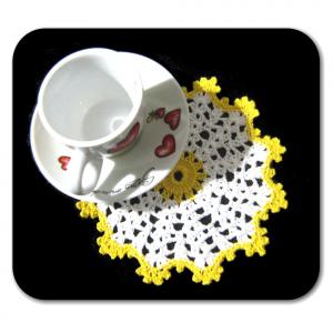 Set SOTTOBICCHIERI bianco e giallo all'uncinetto