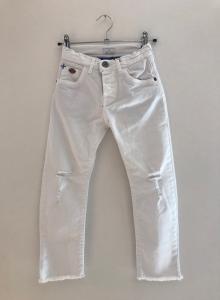 Pantalone bianco con strappi